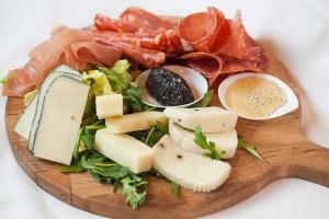 Tagliere di affettati e formaggi
